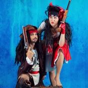 Фото Пираты Джек Воробей и Мэри 002