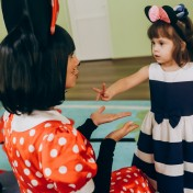 Минни и Микки в детском саду 001