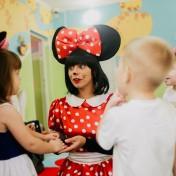 Минни и Микки в детском саду 011