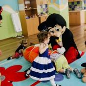 Минни и Микки в детском саду 018