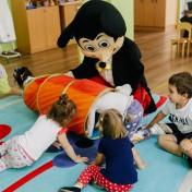 Минни и Микки в детском саду 019