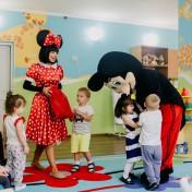 Минни и Микки в детском саду 021