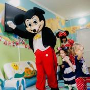 Минни и Микки в детском саду 023