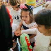 Минни и Микки в детском саду 024