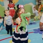 Минни и Микки в детском саду 035