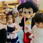 Минни и Микки в детском саду 037