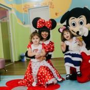 Минни и Микки в детском саду 043